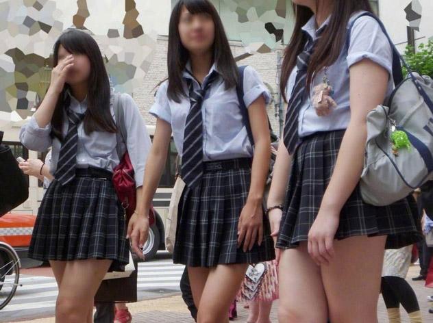 思春期太りさえもエロく感じる制服jkの盗撮画像22枚大人のエロ